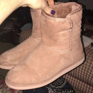 b2ba4d3372f Old Navy Blush Pink Knock-Off Uggs Size 10